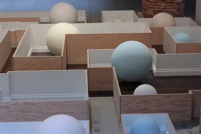 Martín Cordiano. Lugares comunes, una instalación transitable por el público, integra Viva Arte Viva
