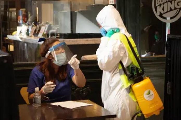 Los tests serológicos rápidos ya se utilizan en las estaciones de tren, como Retiro, para detectar a las personas que tienen o han tenido el coronavirus.