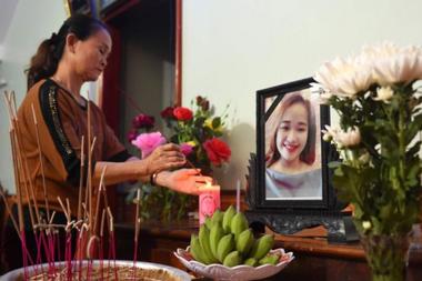 La familia de Bui Thi Nhung recuerda a una de las fallecidas en el contenedor