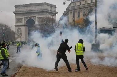 El sábado pasado hubo violentas protestas y enfrentamientos entre manifestantes y policías en el centro de París