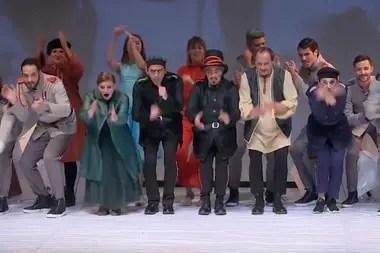 Mucho ruido y pocas nueces, en versión de Jorge Azurmendi, por Teatrix