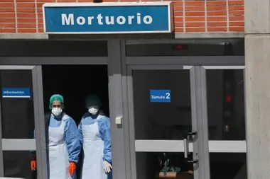 Médicos en Italia y España sufren las afecciones anímicas de atender pacientes de coronavirus
