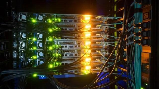 Los centros de datos necesitan refrigeración constante y exigen grandes cantidades de energía extra y agua para enfriar sus instalaciones