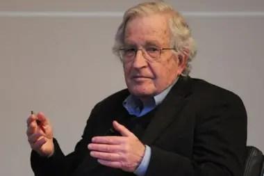 Noam Chomsky es considerado por muchos el intelectual más influyente del mundo