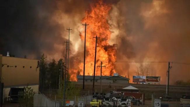El fuego se expande en Fort McMurray