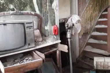 Dentro del domicilio donde Barreda asesinó a su esposa, su suegra y sus dos hijas, todo está abandonado y echado a perder