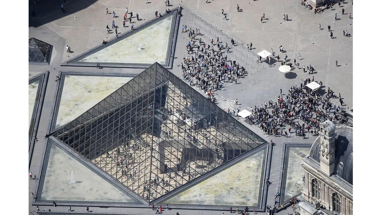 Vista aérea del Museo del Louvre foto: AFP Jean Sebastien Evrard