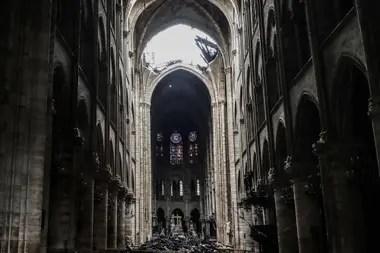 Emmanuel Macron dijo que reconstruirán la iglesia en cinco años