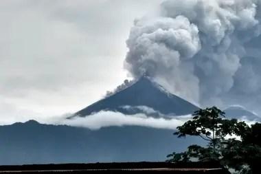 Volcán de Fuego en Guatemala: suben a 69 los muertos y se reanudan las tareas de rescate