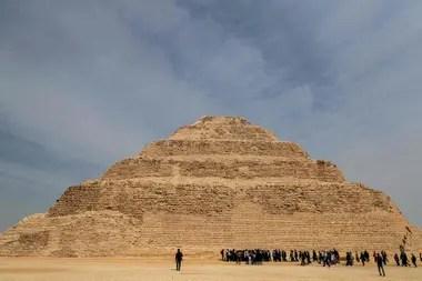 La pirámide de Djoser, la más antigua de Egipto, tiene una altura de 60 metros