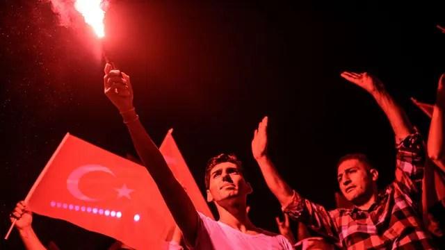El pueblo salió a las calles para detener el golpe