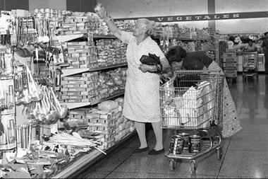 El supermercado del centro comercial La Estrella en San Bernardino, Caracas, en 1976