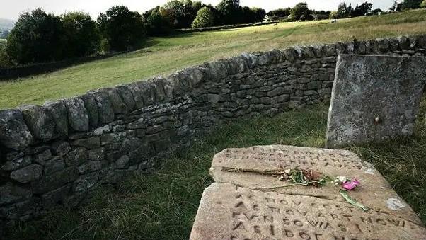 Las lápidas Riley marcan el lugar donde Elizabeth Hancock enterró a siete miembros de su familia