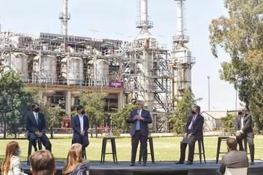 Axel Kicillof visitó este año con el Presidente la refinería Raízen, que abastece a las estaciones de servicio de Shell