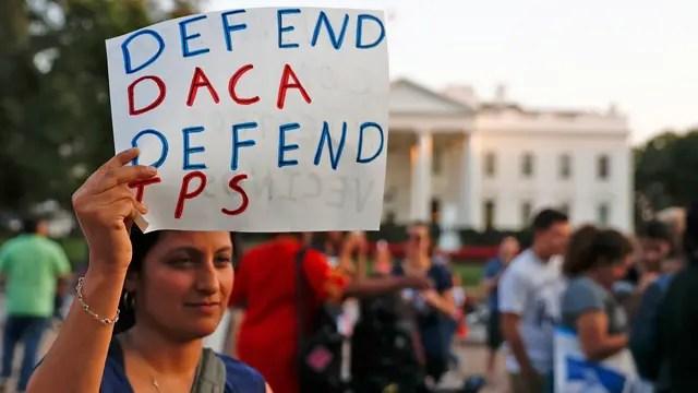 """Los inmigrantes protestan frente en distintas ciudades de EE.UU. en contra del programa que pone fin al """"sueño Americano"""""""