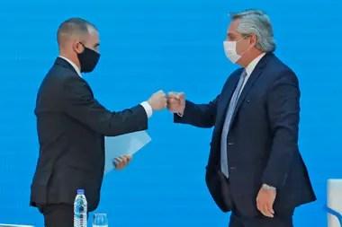 El pragmatismo viene de Alberto Fernández, que lo aprendió de Néstor Kirchner, según él mismo dice. Guzmán abraza la misma idea. Cuestiona a quienes militan el ajuste, pero asume que la normalización de la economía depende de mostrar un horizonte con cuentas ordenadas.