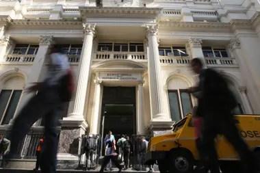 Los bancos, aseguradoras y empresas de servicios financieros están demandando personal con perfil comercial