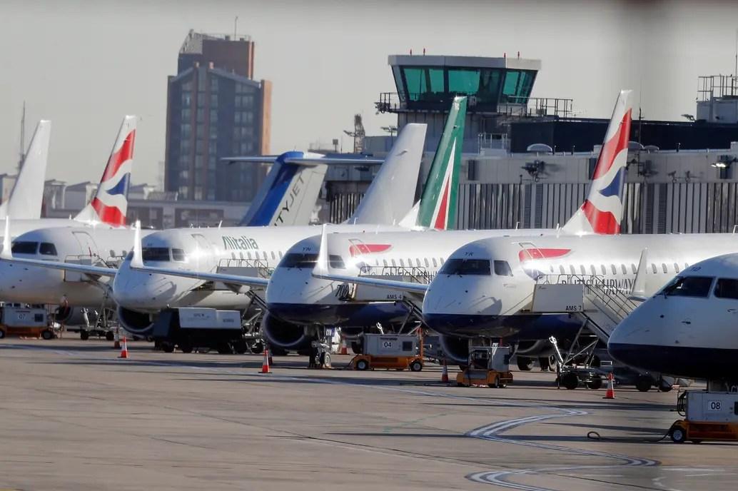 Todos los vuelos previstos de despegar o aterrizar en el aeropuerto fueron cancelados