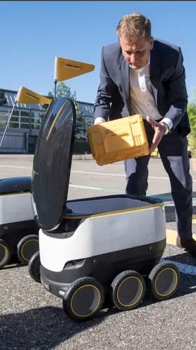 Los carteros robot pueden llevar hasta 10 kilos de carga con una autonomía de 6 km para la entrega
