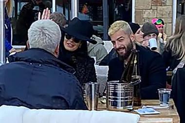 La pareja pasó un rato agradable comiendo en el Snow Lodge de Aspen