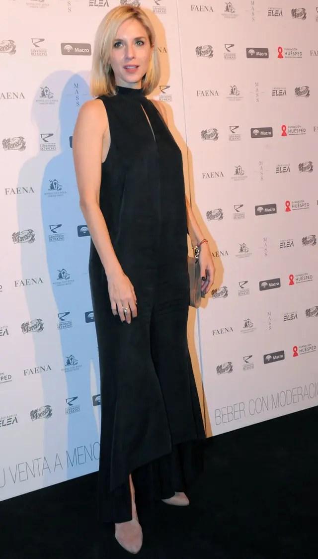Carla Peterson no quiso faltar a la gala y también eligió un modelo en color negro para posar ante los flashes