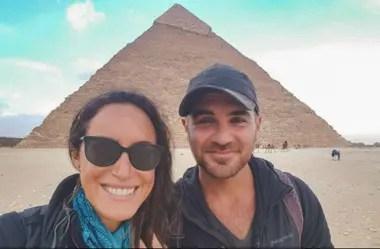 La pareja de ciclistas en su paso por Egipto