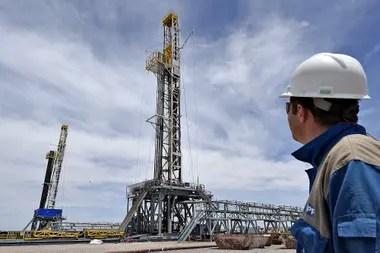 Finalmente, con el 65% de la participación del mercado de despacho de nafta y gasoil, YPF sufrió la brecha de precios entre el valor de paridad de exportación y el precio del surtidor.