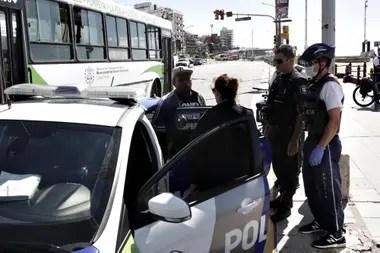 La policía bonaerense vigiló el movimiento en las calles de Mar del Plata