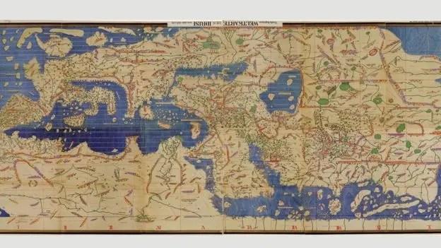 Este mapa, el Tabula Rogeriana de Muhammad al Idrissi, dibujado en 1154, solo podemos entenderlo si lo volteamos, como se ve en la foto