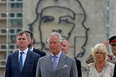 Con la imagen del Che Guevara de fondo participaron de un homenaje a José Martí