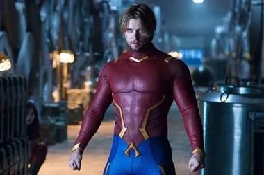 Drew Van Acker como Aqualad, miembro original de la primera formación de los Titanes, motor de uno de los secretos más oscuros del equipo