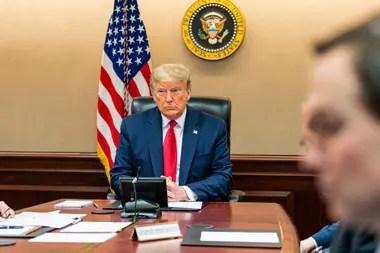 Trump en la Casa Blanca con sus asesores y miembros del gabinete