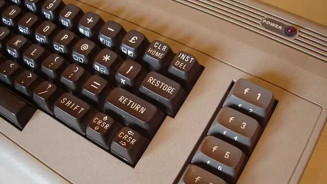 La Commodore 64 fue presentada a principios de 1982 y salió a la venta en agosto de ese año
