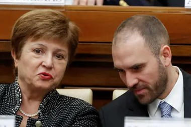 Martín Guzmán y Kirstalina Georgieva, del FMI. Washington aún no entiende por qué el Gobierno de Alberto Fernández negocia primero con los bonistas y deja para después al Fondo.
