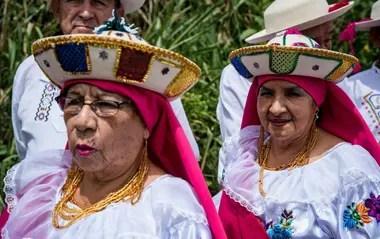 Elderly women in full celebration of the Vilcabamba Festival, in 2020 (GAD Parroquial Vilcabamba / RT)