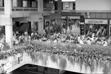 El centro comercial Chacaito, donde estaba Le Drugstore, en 1976