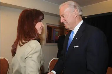 Joe Biden conoce a Cristina Kirchner desde la época en que ambos eran senadores y también se reunieron cuando ella era presidenta de la Argentina y él, vicepresidente de Obama