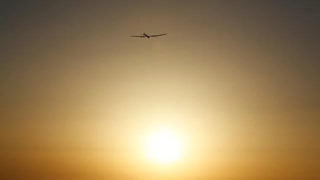 El sol acompañó al aeroplano durante su viaje de 71 horas