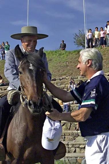 El arriero Sergio Catalán y Roberto Canessa en Santiago de Chile, en el año 2012