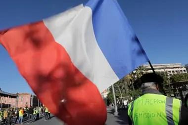 Los chalecos amarillos piden la dimisión de Macron