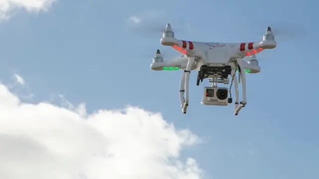 Software para la confección de mapas de prescripción: el drone captura las imágenes y el sistema arma un mosaico y marca las zonas donde está enmalezado. Luego se carga el mapa en la pulverizadora y se decide qué dosis se debe aplicar.