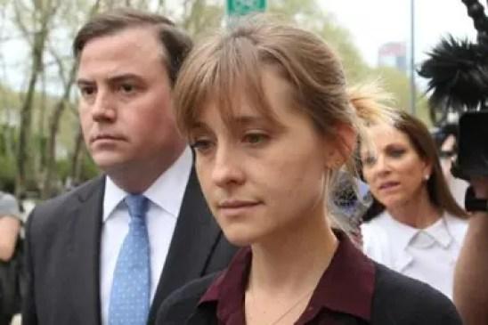 Allison Mack se declaró culpable de cargos de crimen organizado y de conspiración para crimen organizado relacionados con la presunta secta de esclavas sexuales Nxivm