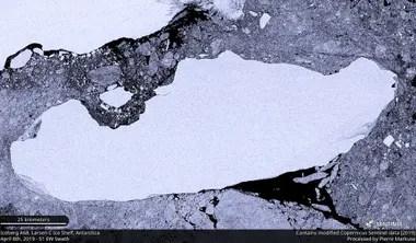 Imagen de archivo de satélite del iceberg A-68A cuando se desprendió de la plataforma de hielo Larsen C en la Antártida, el 8 de abril de 2019