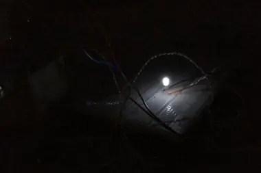 El dispositivo experimental logró generar suficiente electricidad para iluminar un LED