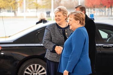 La primera ministra de Noruega, Erna Solberg, y la canciller alemana, Angela Merkel