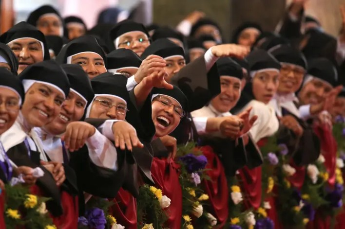 Image result for el papa en peru monjas
