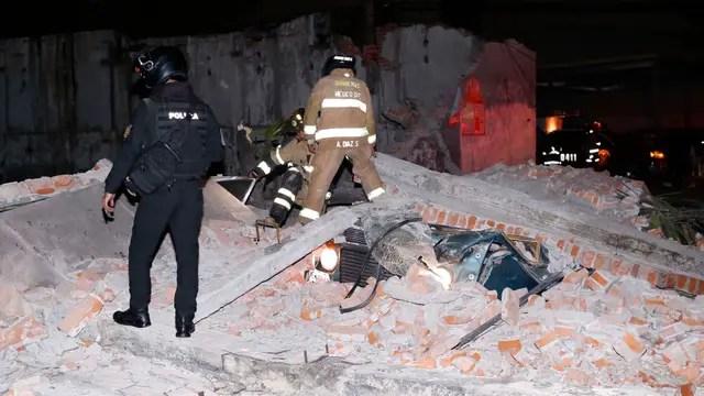 El presidente Enrique Peña Nieto informó a los periodistas que diez personas murieron en el estado de Oaxaca, que se suman a otras tres muertas en Chiapas y dos en el estado de Tabasco