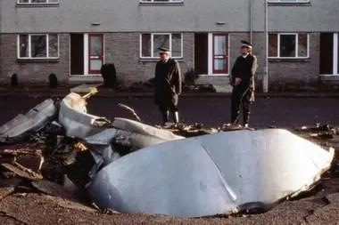 46 segundos después de su detonación en el aire, los restos del avión llegaron al suelo