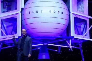 Jeff Bezos presenta el vehículo de exploración lunar, fabricado por su compañia Blue Origin