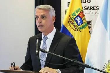 La representación de la Argentina en Venezuela está a cargo de Eduardo Porretti, el encargado de negocios argentino en Caracas, que ocupa ese cargo desde los últimos días del gobierno de Cristina Kirchner
